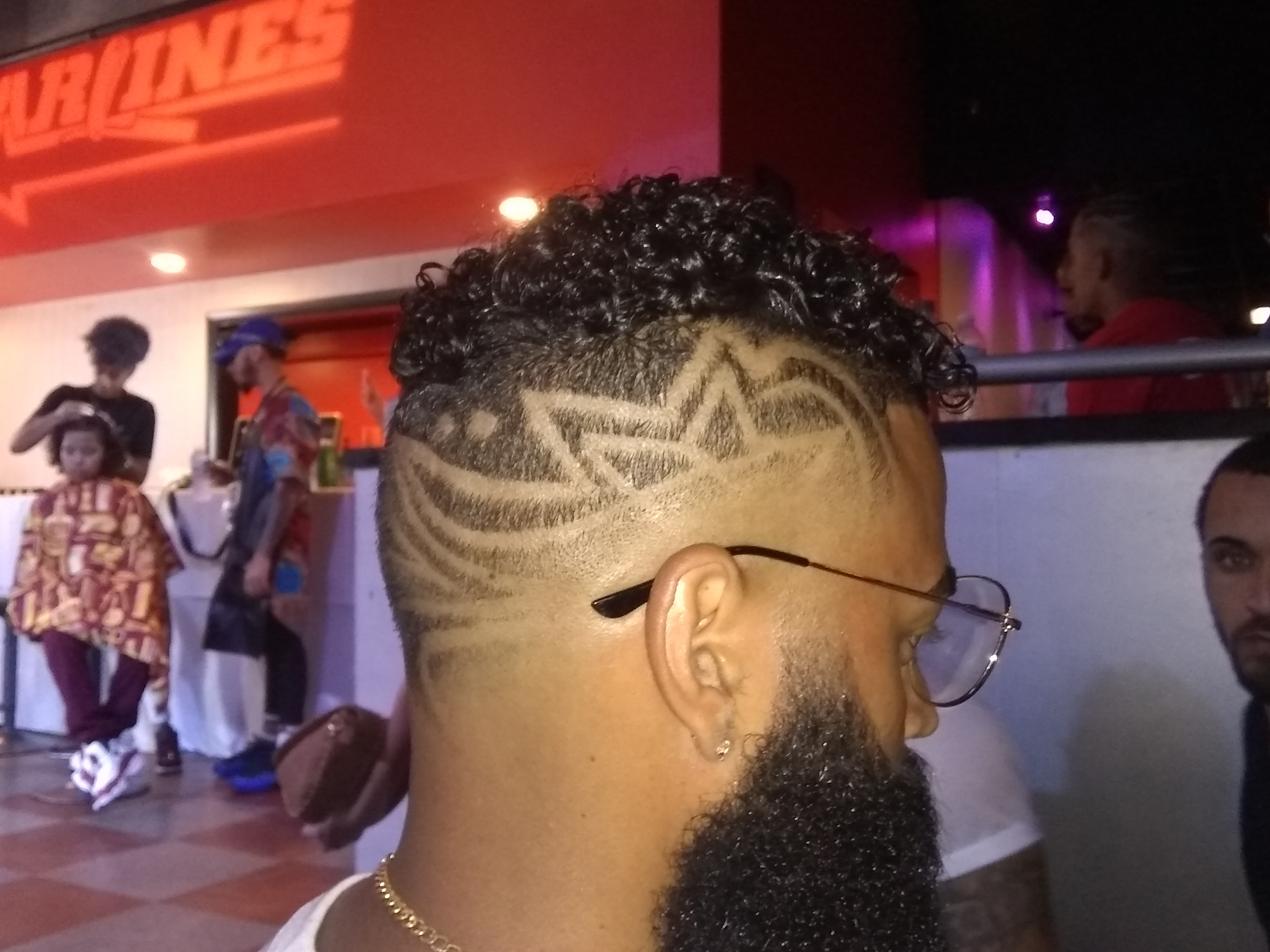 The Buzz Barbertime